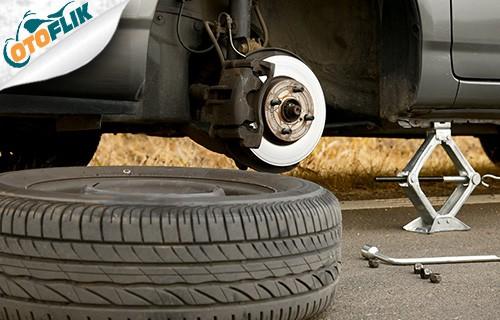 Membuka Baut Ban Mobil Yang Bocor