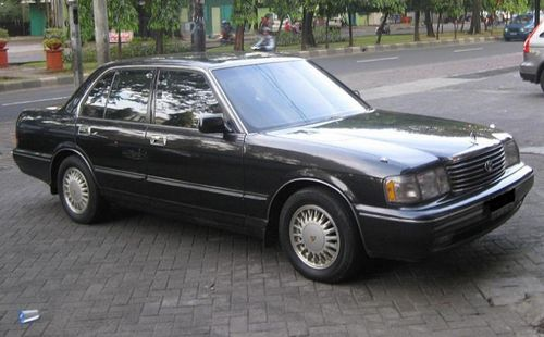 Mobil Sedan Murah Toyota Crown
