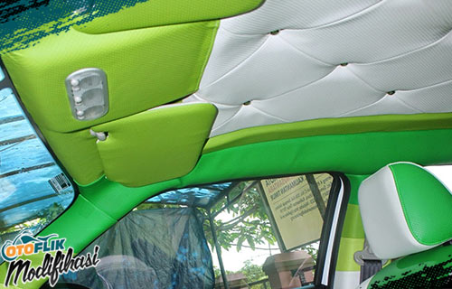Modifikasi Plafon Mobil Hijau
