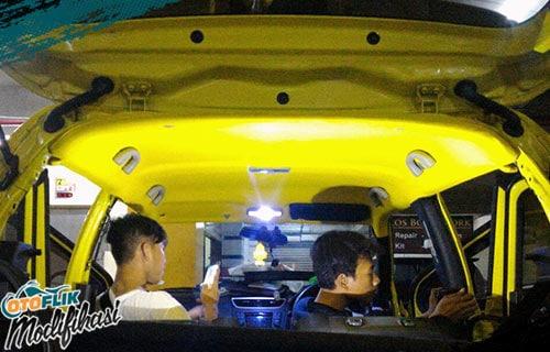 Modifikasi Plafon Mobil suzuki swift Kuning