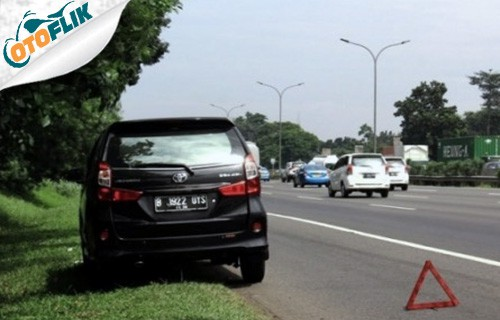 Tepikan Mobil dan Kasih Tanda Peringatan