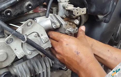 Memasang Karburator