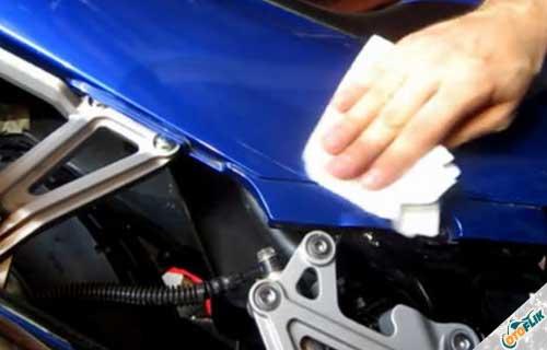 Cara dan Langkah Melepas Stiker di Motor