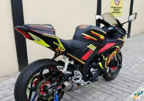 Modifikasi Yamaha R15 V3 Hitam
