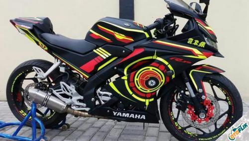 Modifikasi Yamaha R15 V3 Hitam 2
