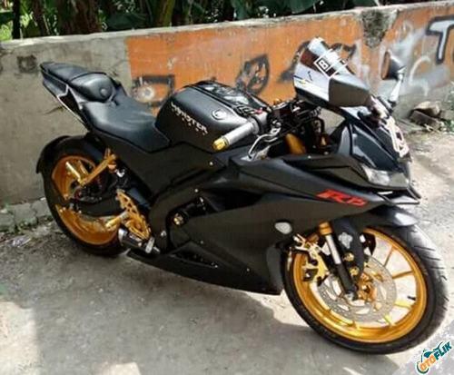 Modifikasi Yamaha R15 V3 Hitam 3