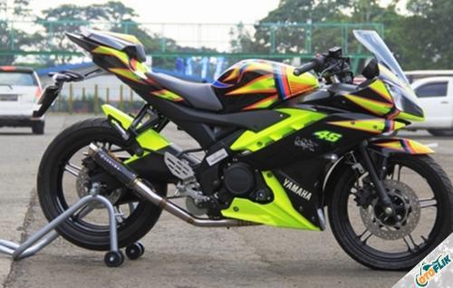Modifikasi Yamaha R15 V3 Hitam 4