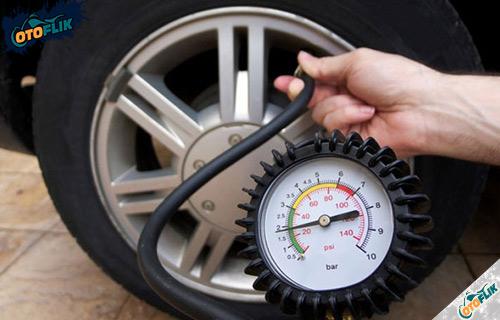 Alat Cek Tekanan Ban Mobil Cara Penggunaannya