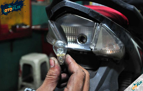 Cara Mengatasi Lampu Motor Redup