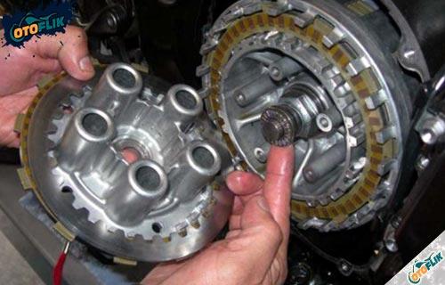 Tips Perawatan Berkala Kampas Kopling Motor