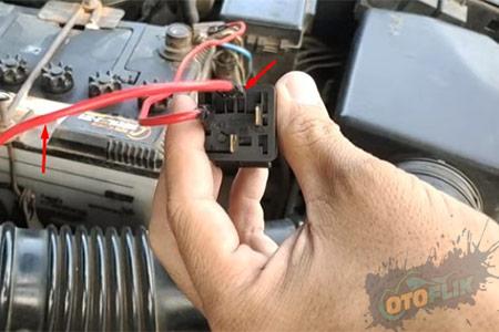 2 Hubungkan Salah Satu Kabel Lampu ke PIN 87 Relay