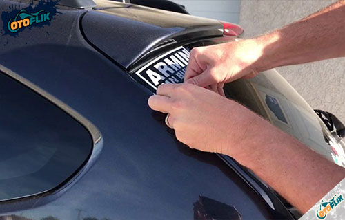 Cara Melepas Stiker di Kaca Mobil Tanpa Membekas Semua Jenis Stiker