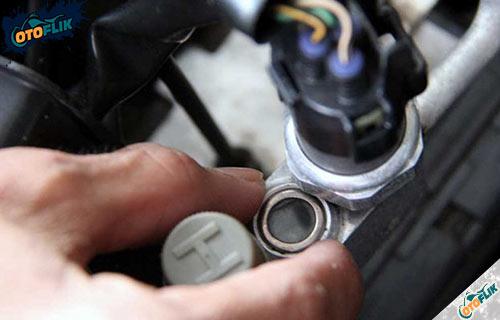 Cara Mengukur Tekanan Freon AC Mobil