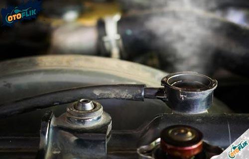 Bahaya Radiator Mobil Bocor