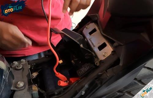 Sambung Kabel Jumper ke Motor