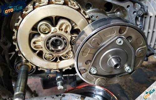 Cara Kerja Kampas Ganda Motor Saat Tuas Gas Ditarik