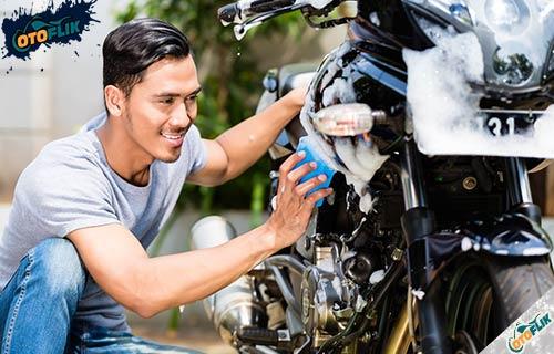 Tips Menghitamkan Body Motor Secara Alami