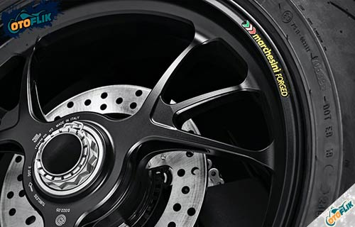Kaki Kaki Ducati Streetfighter V4S