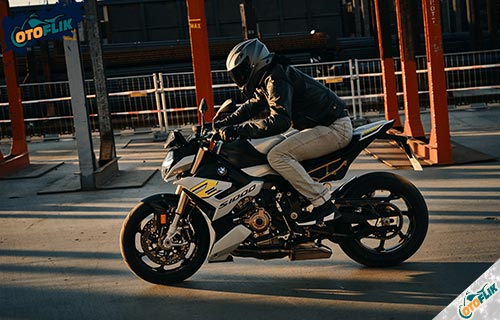 Review BMW S1000R