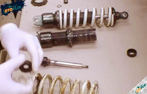 Cara Mengatasi Shockbreaker Motor Rusak