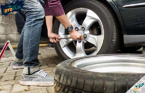 Tips Menghindari Ban Mobil Botak Sebelah